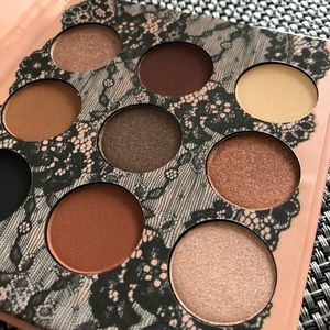 9 Shadows highlight palette from Beauty Creations